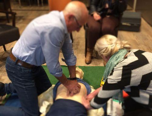 AED herhalingslessen reanimatie weer goed bezocht.